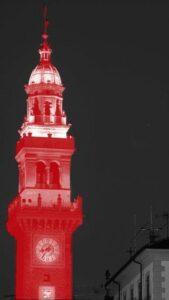 Torre illuminata